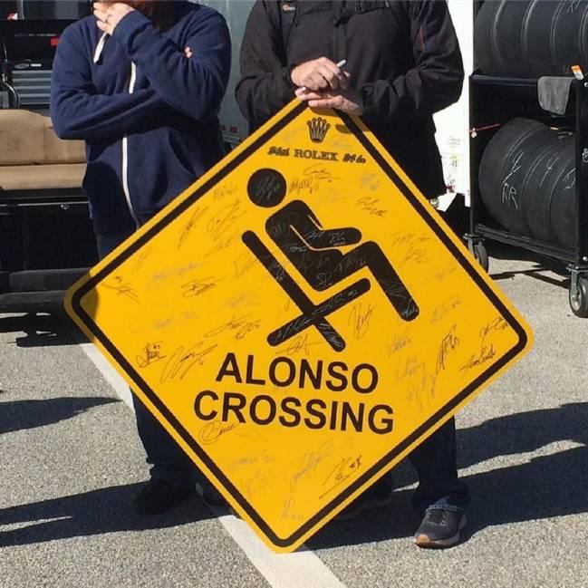 Daytona bromea con la tumbona de Alonso
