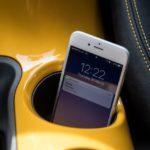 Francia inicia su lucha contra el uso del teléfono móvil: Solo con el motor apagado y aparcados