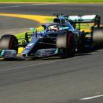 Ferrari llega tarde, Hamilton se escapa y Sainz saca una décima