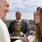 El Papa Francisco 'recibe' a Ayrton Senna en El Vaticano