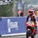 Márquez alcanza las victorias de Lorenzo y le da a Honda la 300