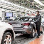 Mercedes Clase A Sedán. Comienza a producirse en la planta de Rastatt
