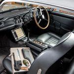 Es Aston Martin DB5 de 007 subastado por una cifra récord, más de 6.3 millones de dólares
