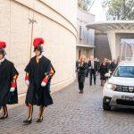 ¡Ahora Papamóvil es un Dacia Duster!