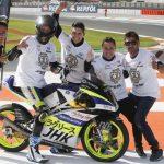 Alcoba sentencia el título júnior de Moto3 a lo campeón