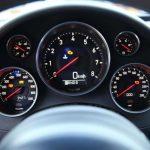 Desmontando mitos: ¿por qué el velocímetro de tu coche marca más velocidad de la real?