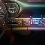 ¡Cuidando de los más mayores! Porsche lanza un nuevo sistema multimedia con pantalla táctil para los Porsche 911 clásicos