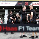 Haas aplica un ERTE y reduce el salario a Magnussen y Grosjean