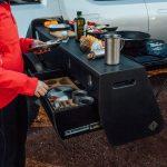Rivian nos muestra en vídeo todos los detalles de su R1T camper: 750 CV eléctricos para irse de aventuras