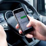 La DGT no tiene duda: usar el móvil te costará 6 puntos del carné