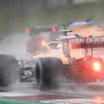 Exhibición de Lewis Hamilton bajo la lluvia para hacer la pole y Carlos Sainz saldrá tercero en Estiria