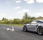 Uno de los únicos 77 Porsche 935 Clubsport vestido de fibra de carbono está a la venta, pero no es barato: 1,45 millones de euros