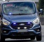 La DGT arranca una campaña contra las distracciones al volante, con furgonetas camufladas y drones para multar el uso del móvil