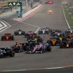 Hamilton lidera, Sainz remonta