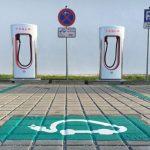 La red Supercharger de Tesla permitirá recargar a otros coches eléctricos en 2022