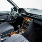 """¿Por qué piden 49.500 euros por este Mercedes 230 E W124 tan """"pelado""""?"""