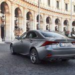 El Lexus IS está de rebajas: una berlina premium e híbrida por menos de 30.000€