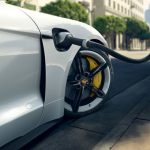 Así son las nuevas baterías de electrolito líquido de Porsche: cargar un coche eléctrico en 15 minutos
