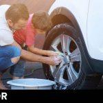 Cómo limpiar el coche con vinagre (y otros 19 trucos caseros)