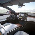 En este vídeo la práctica funde a la teoría: conducir con el nuevo volante de Tesla es de todo... menos seguro