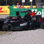 Verstappen y Hamilton chocan y abandonan: sanción para Max