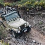 Este restomod del Jeep CJ-8 Scrambler quiere demostrar que la crisis de los 40 es un mito